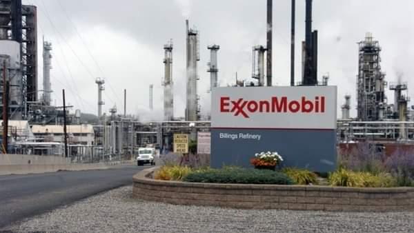 إكسون موبيل تخسر 610 ملايين دولار في الربع الأول بسبب تراجع أسعار النفط