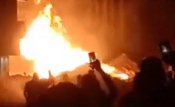 حريق هائل بسبب كسر ماسورة غاز أثناء أعمال حفر بالزيتون