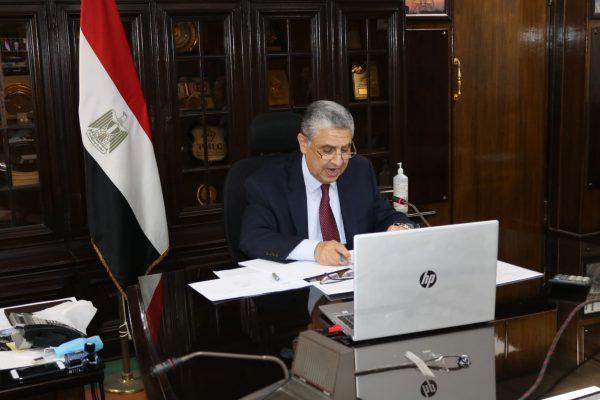 عاجل .. مصر الوسطى للتوزيع توقع بعد قليل مع السويدى T&D عقد تنفيذ شبكات 50 الف فدان بقيمة 475 مليون جنيه