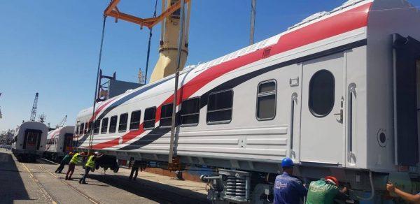 وزير النقل يعلن وصول دفعة جديدة من عربات ركاب السكك الحديدية الجديدة إلى ميناء الإسكندرية بإجمالي 13 عربة