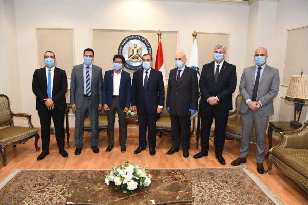 وزير البترول يستقبل الطالب أحمد مصطفى الحاصل على المركز الأول بمدارس المتفوقين في حضور رئيس بتروجت