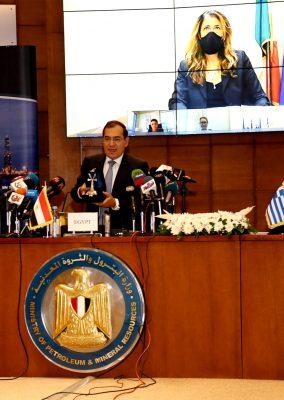 عاجل..  الملا يوقع ميثاق تحويل منتدي شرق المتوسط الي منظمة اقليمية مقرها القاهرة