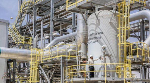 «سابك» و«أرامكو السعودية» يبدأن تطوير تقنيات تحويل النفط لـ«كيماويات»