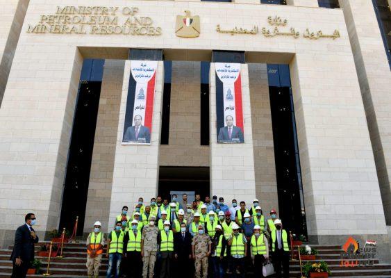 عاجل بالصور .. وزير البترول يتفقد المبنى الجديد للوزارة بالعاصمة الإدارية