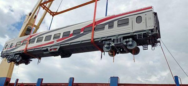وزير النقل يعلن وصول دفعة جديدة من عربات ركاب السكك الحديدية الجديدة بإجمالي 13 عربة