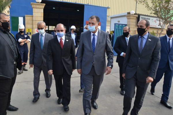 بالصور .. رئيس هيئة البترول يتفقد مصنع شركة ثروة بريدا بتروليم سيرفيس بمدينة بدر