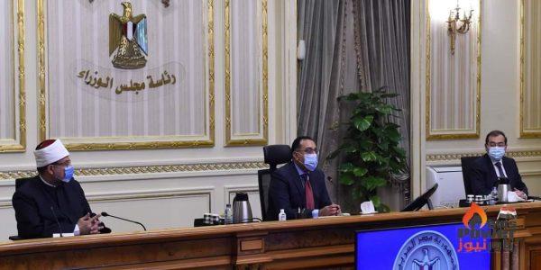 رئيس الوزراء يستعرض خطوات تطوير المنطقة الجغرافية لشركات البترول بـ