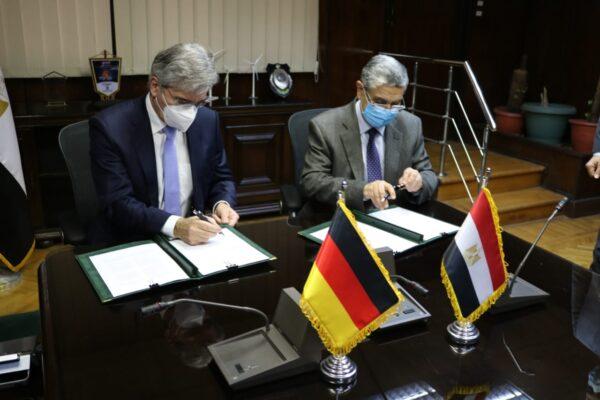 توقيع خطاب نوايا بين وزارة الكهرباء وشركة سيمنس لاستخدام الهيدروجين