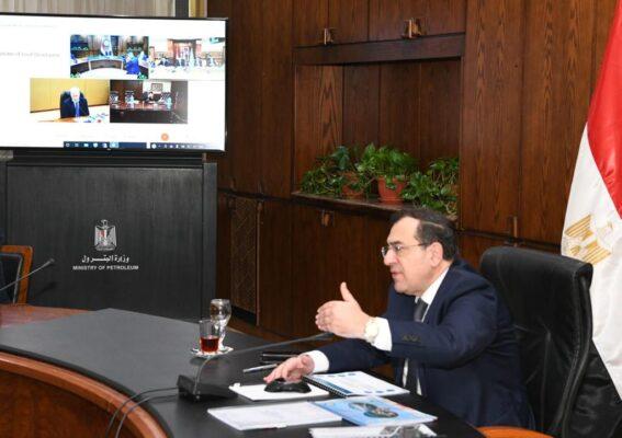 عبر الفيديو كونفراس .. الملا يعتمد أعمال الجمعيات العامة لشركتى العامرية والاسكندرية للبترول