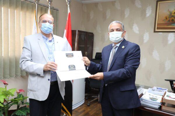 تكريم المهندس محمد عبد العال مساعد رئيس شركة تاون جاس للمشروعات لادائه المتميز