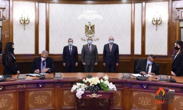 رئيس الوزراء يشهد توقيع عقد إنشاء أكبر مجمع للبتروكيماويات بالسخنة باستثمارات 7,5 مليار دولار