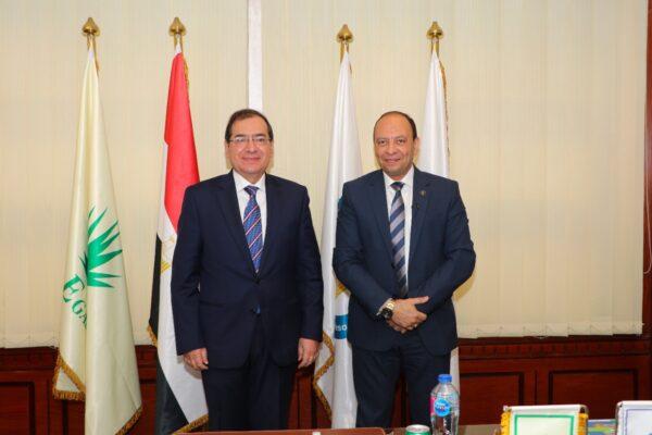 بالفيديو .. وزير البترول يزور شركة غاز مصر ويثني علي أداء الشركة