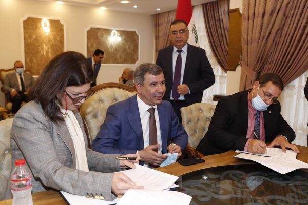 العراق يوقع أضخم عقد لانتاج الطاقة النظيفة بطاقة 2000 ميجاوات مع مصدر الإماراتية