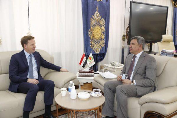 وزير النفط العراقي يستقبل السفير البريطاني لبحث التعاون في مجال الغاز والطاقة