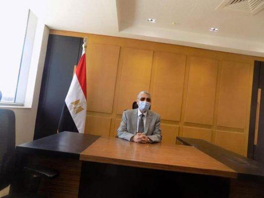 شاكر يواصل العمل بمكتبه بمقر الوزارة الجديد بالعاصمة الإدارية بحضور عسران والسعيد
