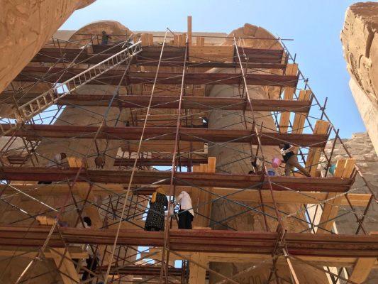 ترميم صالة الاعمدة الكبري لمعبد الكرنك تمهيدا لتنظيم احتفالية ضخمة لافتتاح مشروع تطوير طريق الكباش