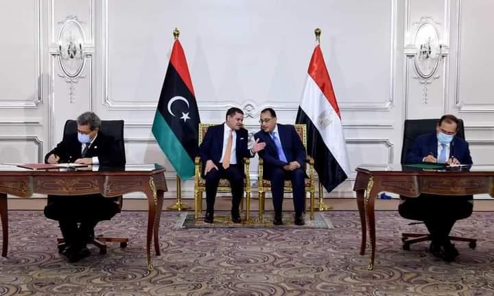 الملا يوقع مع نظيره الليبي مذكرة تفاهم للتعاون في مجالات البترول والغاز