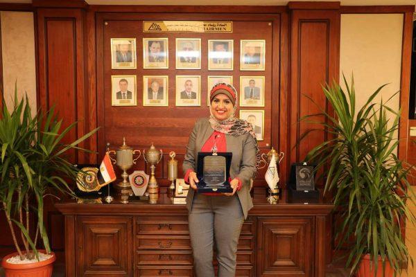 غاز مصر تكرم المهندسة ريهام الخضراوي لحصولها علي درجة الدكتوراه في التخطيط العمراني